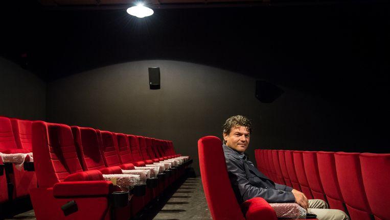 Alex Schutten in een zaal van de filmhallen. Beeld Mats van Soolingen