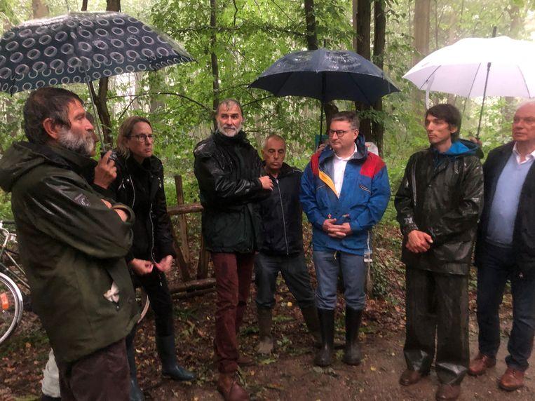 Minister Van den Heuvel maakte de erkenning van het natuurreservaat Tienbunders ter plaatse bekend.