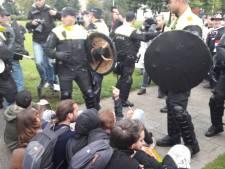 Demonstraties in Enschede: grimmige sfeer, 32 aanhoudingen