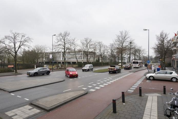 De strook Sint-Theunislaan tussen Eekbrouwersweg en Klokkenlaan is aan herontwikkeling toe.