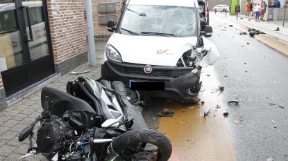 Motorrijder zwaargewond na aanrijding met wagen van Bpost