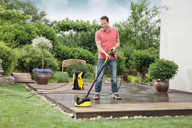 Met een hogedrukreiniger, plus de juiste accessoires, hou je onder meer je terras kraaknet.