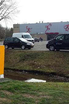 Hoe je ruimte maakt voor al die stembiljetten? In Haaksbergen stampen ze wat af!