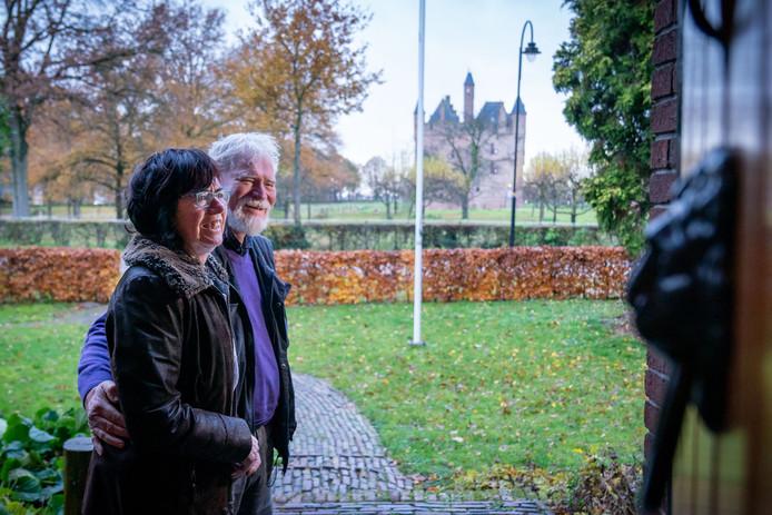 Luuk en Riet Timmers hebben uitzicht op Kasteel Doornenburg.