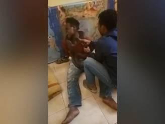 VIDEO. Politie bedreigt verdachte met levende slang tijdens ondervraging