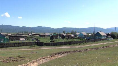 Autoriteiten leggen loopgraven aan rond Siberisch dorp om opgelegde quarantaine te doen naleven