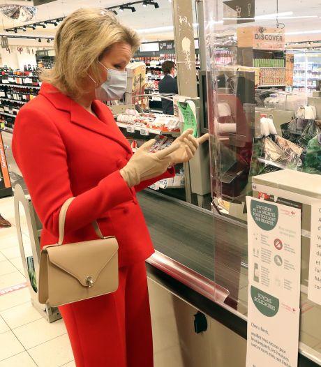 La reine Mathilde au supermarché pour soutenir les travailleurs