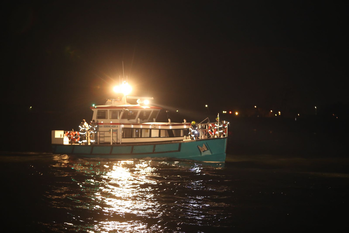 Vanaf een boot wordt ook gezocht naar de auto.