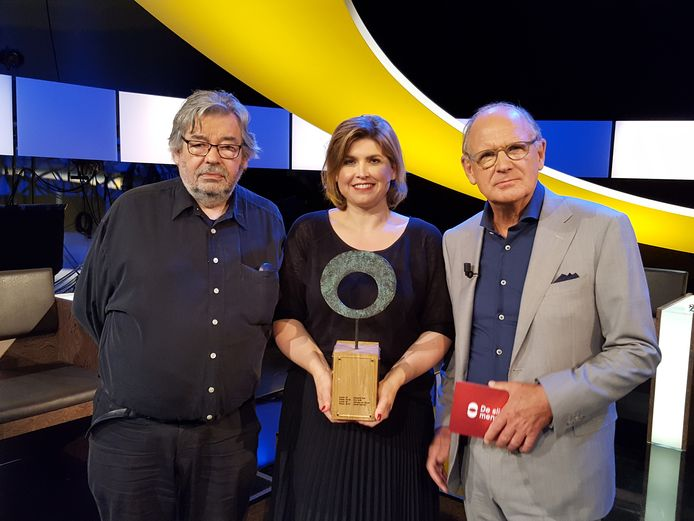 Maarten van Rossem en Philip Freriks met De Slimste Mens-winnares Angela de Jong