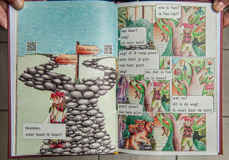 Onder andere een vlot leesbaar lettertype, authentieke tekeningen en QR-codes die linken naar animatiefilmpjes zijn de troeven van 'Het verhaal van de nar'.