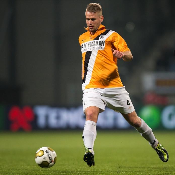 Laurens Rijnbeek in actie voor Achilles'29.