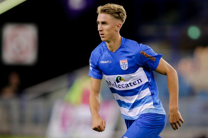 Dennis Johnsen (21) heeft met Jong Noorwegen in het eerste EK-kwalificatieduel Jong Cyprus geklopt met 2-1. Een andere PEC Zwolle-speler, Darryl Lachman, komt zondag in actie.