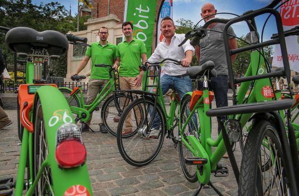 Bernard De Groote en Alexander De Bièvre (Mobit), schepen Axel Weydts en Gunter De Baerdermaeker (VZW Mobiel) lanceerden in september 2017 Mobit in Kortrijk.