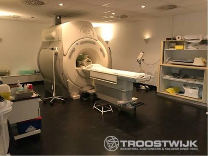 Een MRI-scansysteem uit 2004 is een van de items uit de failliete boedel van de IJsselmeerziekenhuizen.
