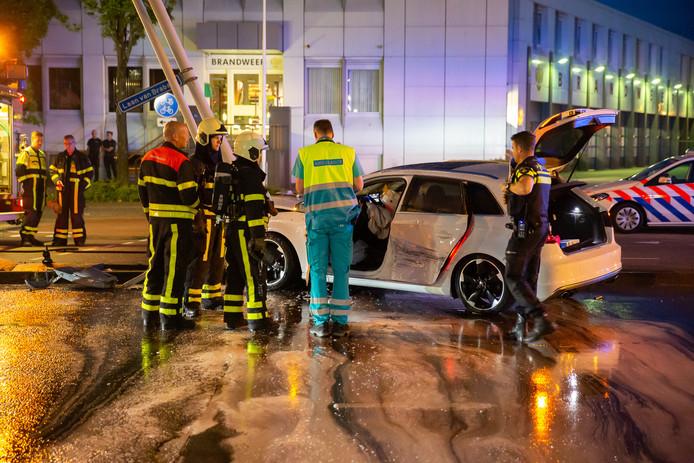 Politie-onderzoek op de plaats waar de auto uit de bocht vloog.