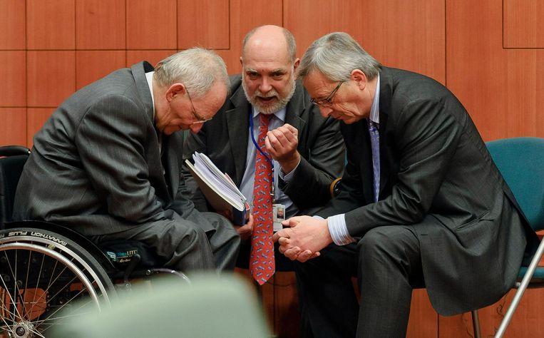 De Duitse minister van Financiën Wolfgang Schäuble, Thomas Wieser en toenmalig Europgroep-voorzitter Jean-Claude Juncker tijdens een top in Brussel over Griekenland in 2012 Beeld Bloomberg via Getty Images