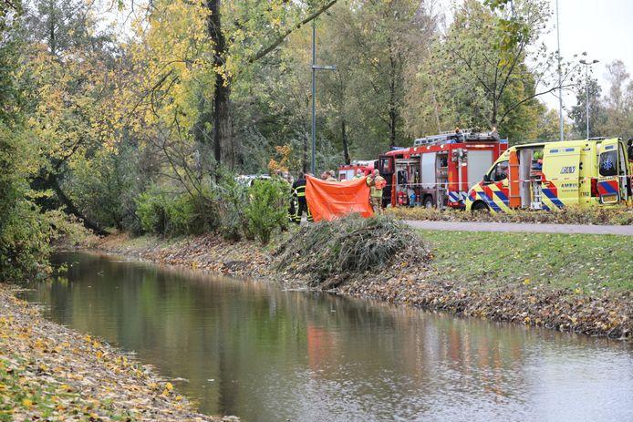 Overleden persoon gevonden in het water bij de Bachlaan in Waalwijk.