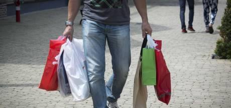 Werknemer (19) gesnapt tijdens diefstal dure merkkleding in Moerdijk