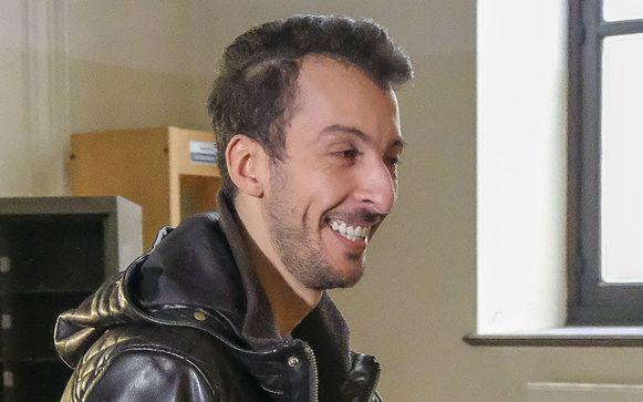Mohamed Abdeslam stond onder elektronisch toezicht, maar omdat hij een derde van zijn straf heeft uitgezeten is zijn enkelband verwijderd.