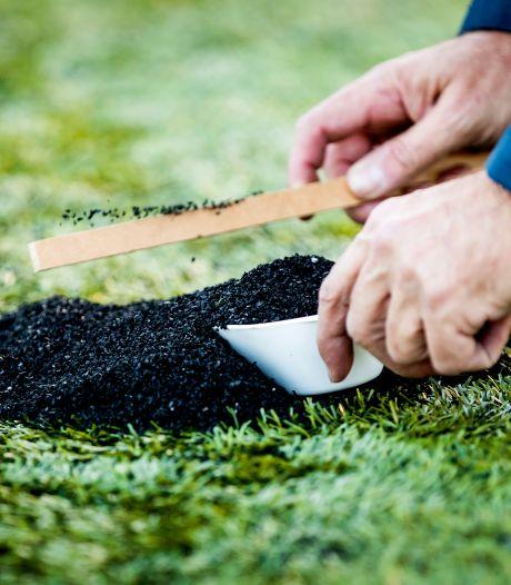 Gemeente Hellendoorn wil vervuiling milieu voorkomen: Rubberen korrels moeten op sportvelden blijven