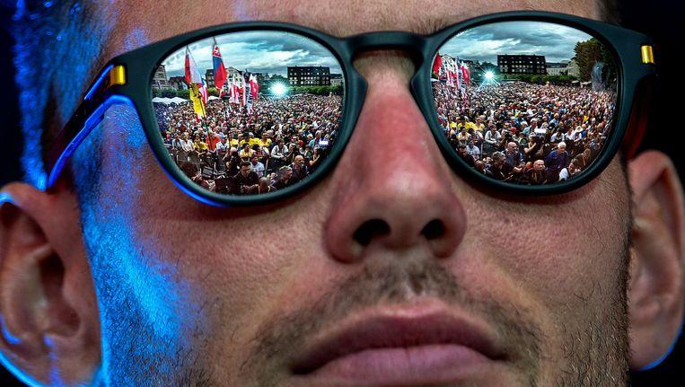 De publiekspresentatie van de Tourploegen door de ogen van sprinter Mark Cavendish. De Burgplatz in Düsseldorf is donderdag volgestroomd. Beeld null