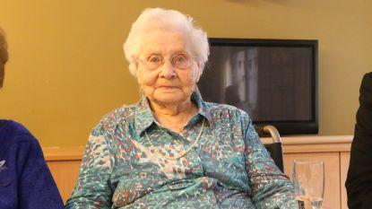 Yvonne blijft lustig kaarsjes uitblazen: vandaag vierde ze haar 107de (!) verjaardag