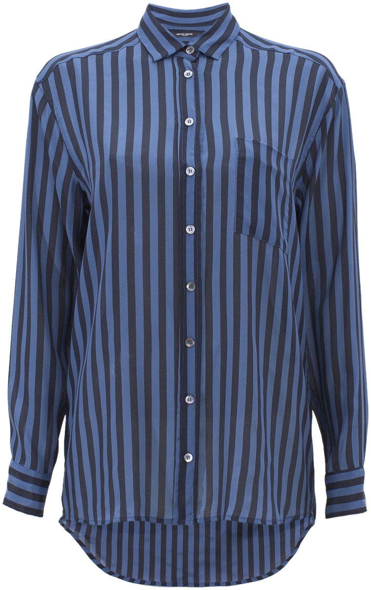 Blauw overhemd van Bruuns Bazaar, € 129. bruunsbazaar.dk Beeld .