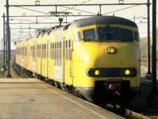 Museumtrein 'Hondekop' rijdt met 157 kinderen naar station in Den Bosch