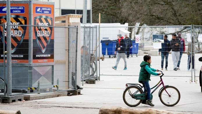 Archieffoto: Syrische vluchtelingen in een asielzoekerscentrum in Nederland. Asielzoekers kunnen een beroep doen op de bijstand vanaf het moment dat ze een verblijfsvergunning krijgen.