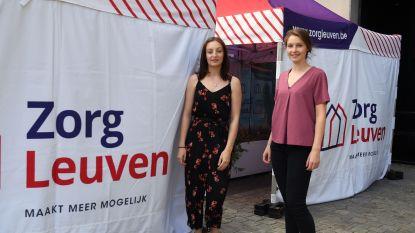 """Verzorgers Elien en Laura blikken terug op hun periode in de zwaarst getroffen woonzorgcentra van Leuven: """"Het leek wel een veldhospitaal, met trial-and-error"""""""