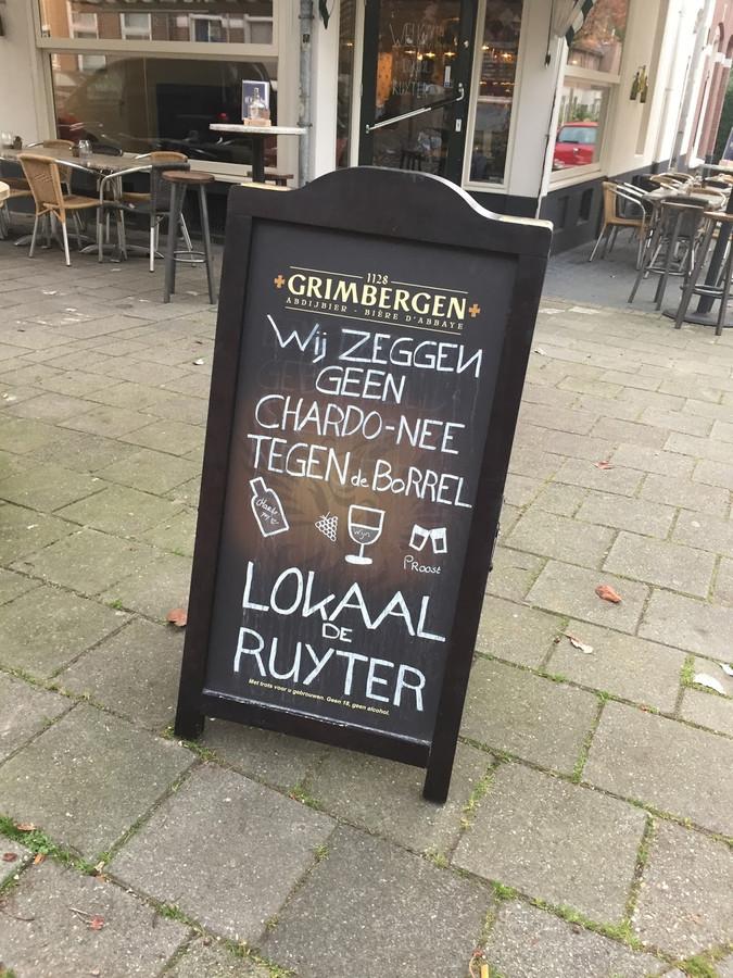 Een café uit Nijmegen koos voor een woordgrap en krijgt er nu de nodige aandacht mee.