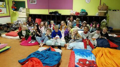 Kinderen Het Droomschip overnachten op school