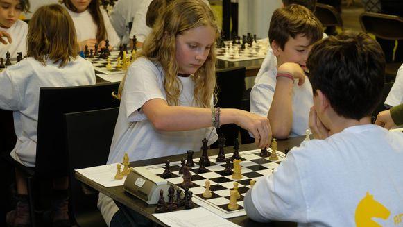 Grote concentratie bij de leerlingen tijdens hun partijtje schaak