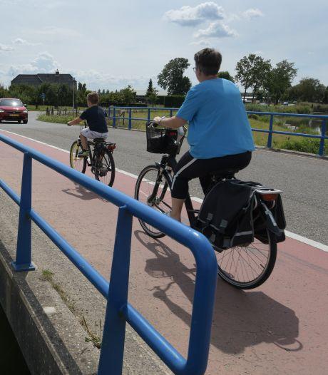 Lingebruggen te krap en onveilig voor fietsers