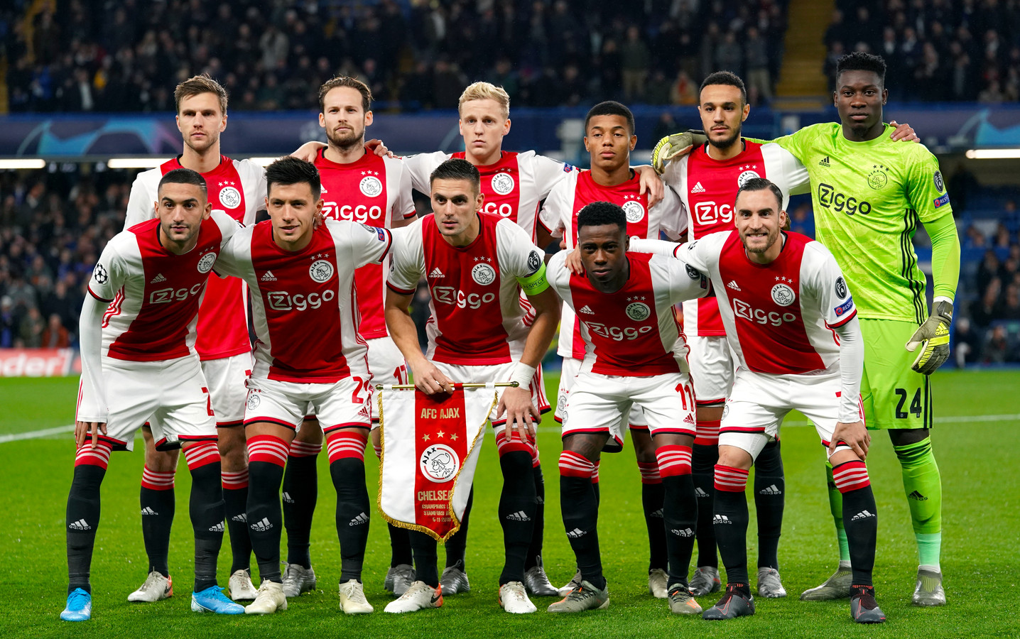 De Ajax-formatie voor aanvang van de nu al legendarische ontmoeting met Chelsea op Stamford Bridge.