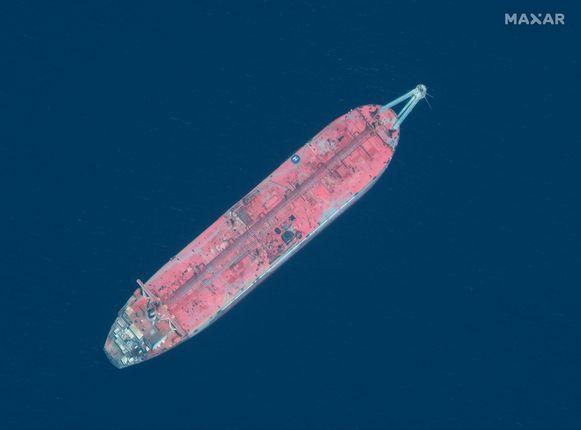 Een satellietbeeld van de FSO SAFER-olietanker