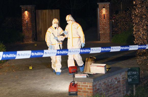 Na de moordpoging op de kippenboer in Rijkevorsel kwam het labo ter plaatse voor een onderzoek.