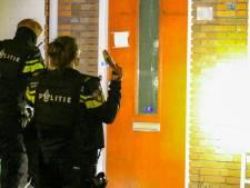 Kogelgaten in woning aan Charactostraat in Capelle aan den IJssel, politie doet onderzoek