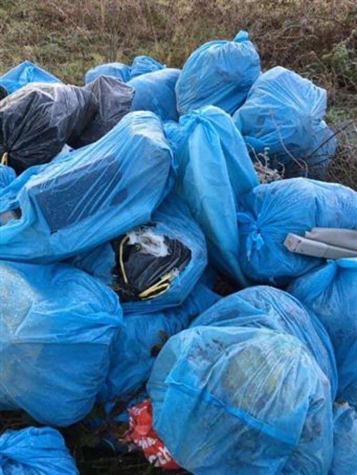 Tientallen gebruikte luiers gedumpt in natuurgebied bij Tilburg