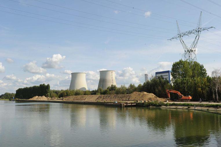 Op deze plek rechts van de Willemsbrug zou het distributiecentrum komen.