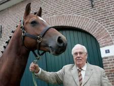 Oud-dierenarts Piet den Hartog (92) overleden