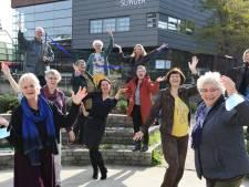 Hoe toneel eenzaamheid op afstand houdt: deze 80 senioren leven toe naar de première van hun voorstelling