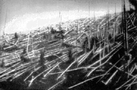 Een beeld van meer dan een eeuw geleden toont de schade van de inslag van een asteroïde in 1908.