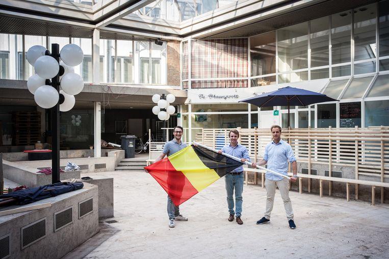 Brecht, Wim en Vincent brengen sfeer in de patio van de Braempoort.