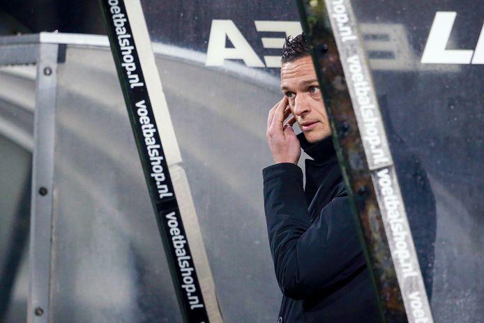 Trainer Rogier Meijer van NEC tijdens het duel met MVV.