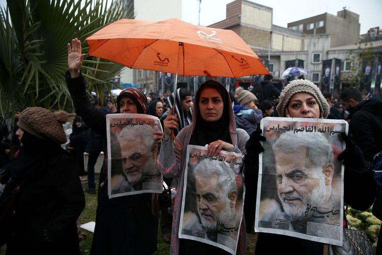 Iraniërs rouwen om de dood van generaal Qassem Soleimani.