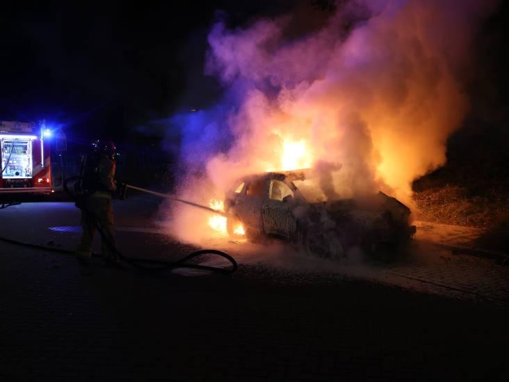 Auto verwoest door brand in Eindhoven