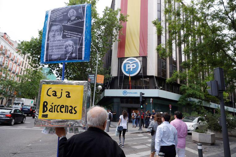 Een protest voor het gebouw van de PP, Volkspartij.  Beeld EPA
