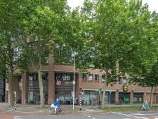 Vandalen smijten stoeptegel van grote hoogte in Zwolle: meer toezicht op hangjeugd parkeergarage