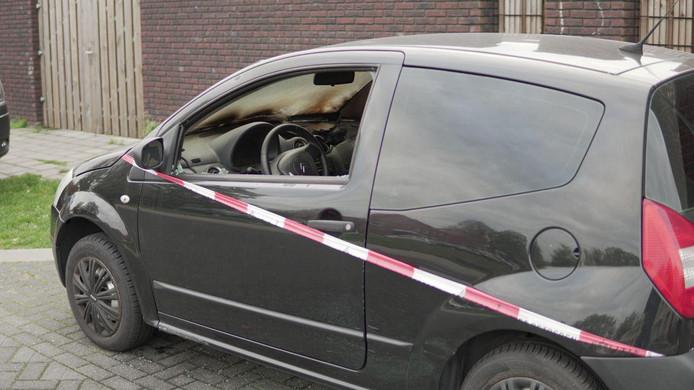 De auto is zwaar beschadigd